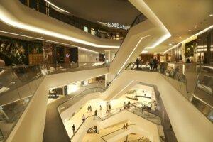 Centre commercial sur plusieurs étages